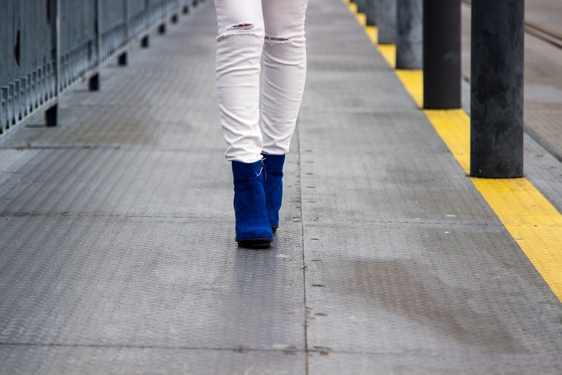 Le Fashionaire Special blogger catarine martins fashion inspiration white mango skinny jeans electric blue zara ankle boots 9765 EN 805x537
