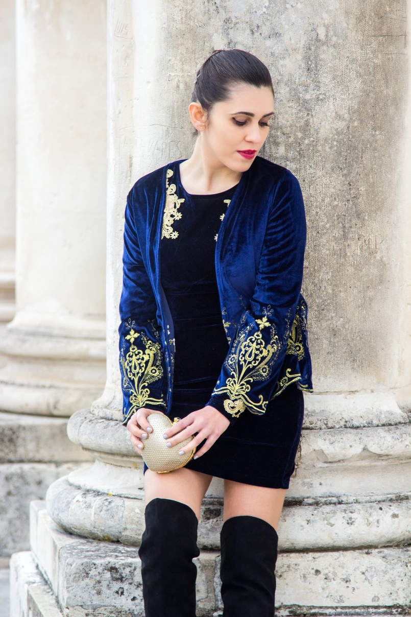 Le Fashionaire What to wear on new years eve? blogger catarine martins heart gold bershka clutch hair acessories stradivarius velvet blue gold embroidered coat shein 0803 EN 805x1208