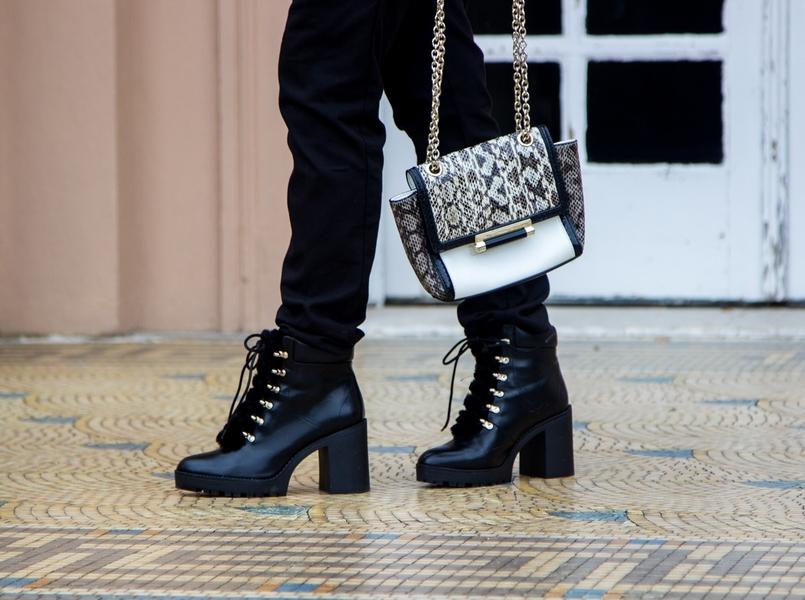 Le Fashionaire Whats luck got to do with it? blogger catarine martins sporty black zara trousers militar stradivarius black boots clutch black white diane von furstenberg snake print 9798 EN 805x600