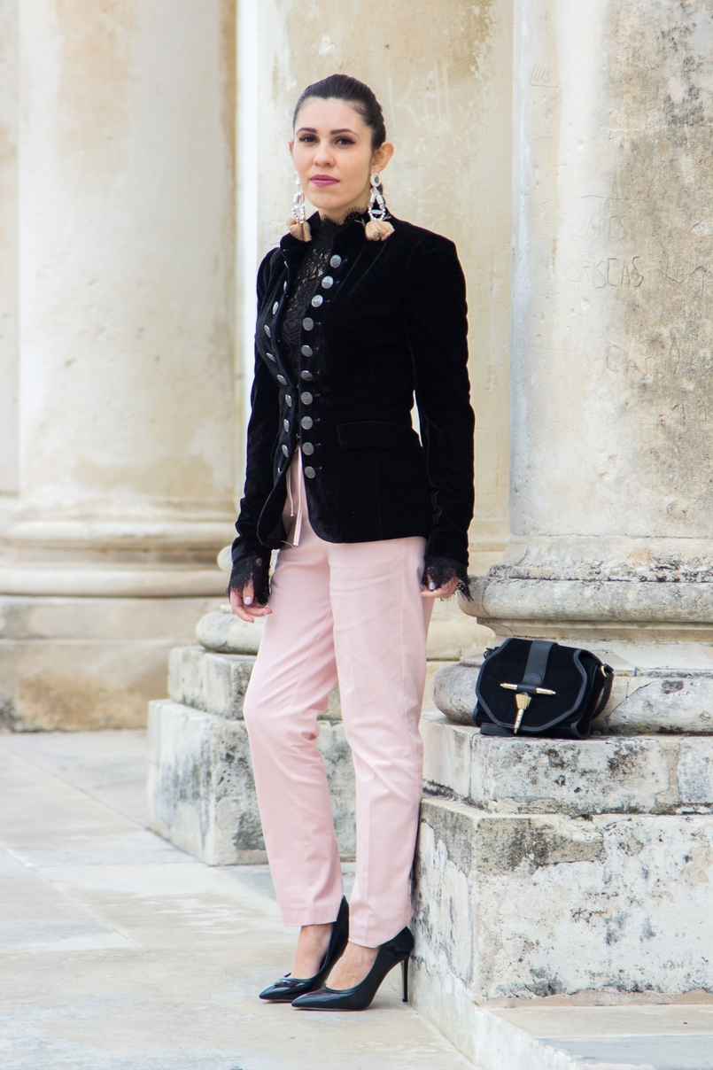 Le Fashionaire O que vestir nos jantares de natal? blogueira catarine martins calcas rosa sporty chique zara sapatos altos salto agulha pretos aldo mala preta camurca dourada zara 0625 PT 805x1208