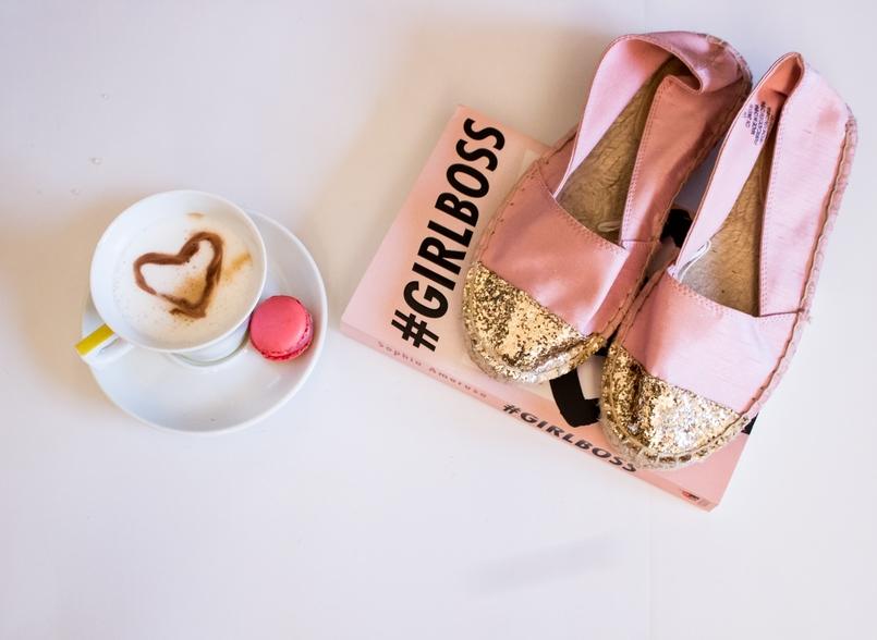 Le Fashionaire 3 dicas que aprendi com o Girl Boss blogueira catarine martins moda inspiracao livro girl boss sophia amoruso rosa cafe chavena transparente 146 PT 805x588