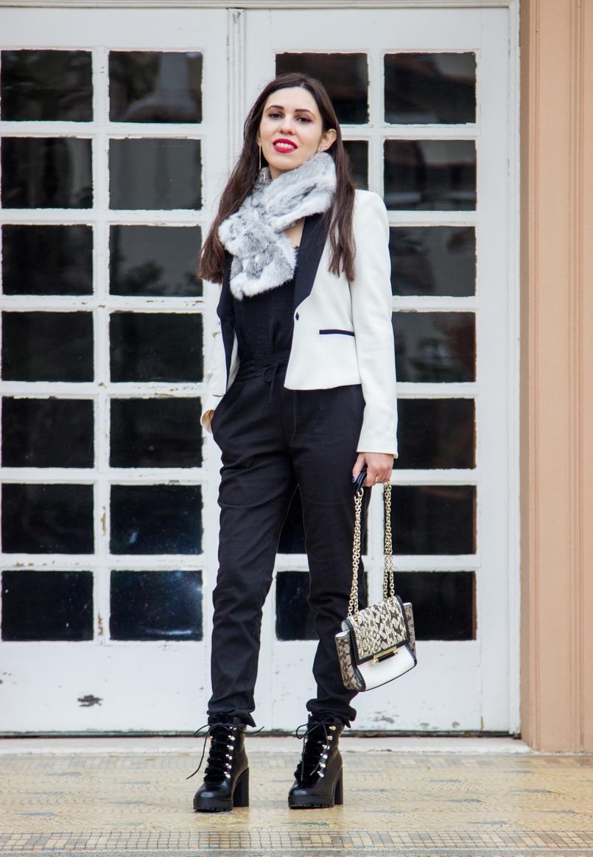 Le Fashionaire Uma questão de sorte casaco branco preto pormenor botao zara calcas sporty pretas zara botas pretas militares stradivarius estola pelo coelho cinza branca 9795 PT 805x1163