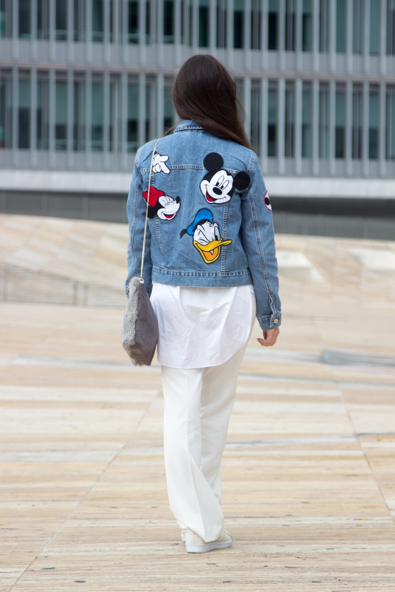 Le Fashionaire Mickey Mouse Club denim jacket mickey minnie donald print flare white mango trousers white light blue stripes zara shirt leather fur grey sfera clutch 0460 EN 805x1208