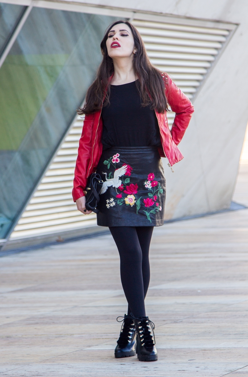 Le Fashionaire Let it be embroidered leather look flowers stradivarius skirt military black fur stradivarius boots leather spikes red motor jacket old black gold zara clutch 9397 EN 805x1225