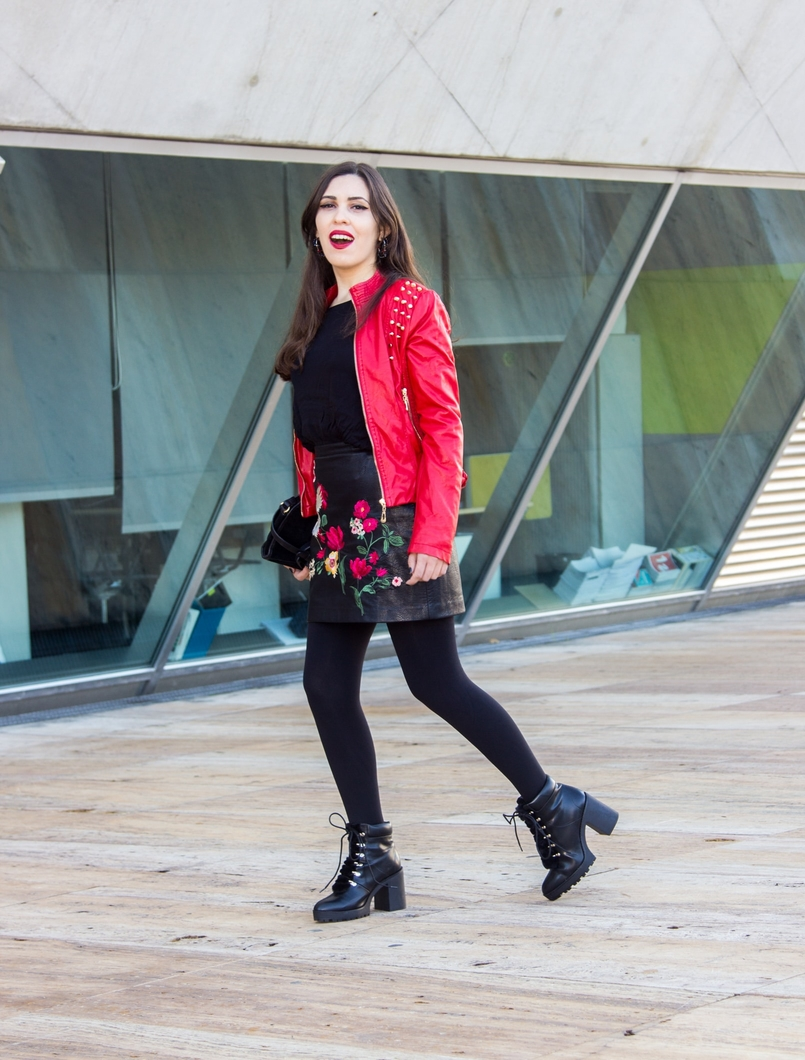 Le Fashionaire Let it be embroidered leather look flowers stradivarius skirt military black fur stradivarius boots leather spikes red motor jacket old black gold zara clutch 9441 EN 805x1060
