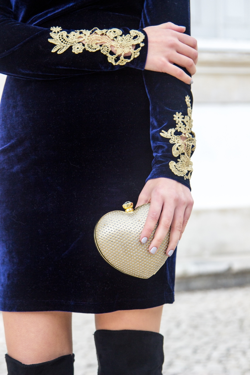 Le Fashionaire What to wear on new years eve? fashion inspiration blue velvet gold embroidered flowers asos dress heart gold bershka clutch 0751 EN 805x1208