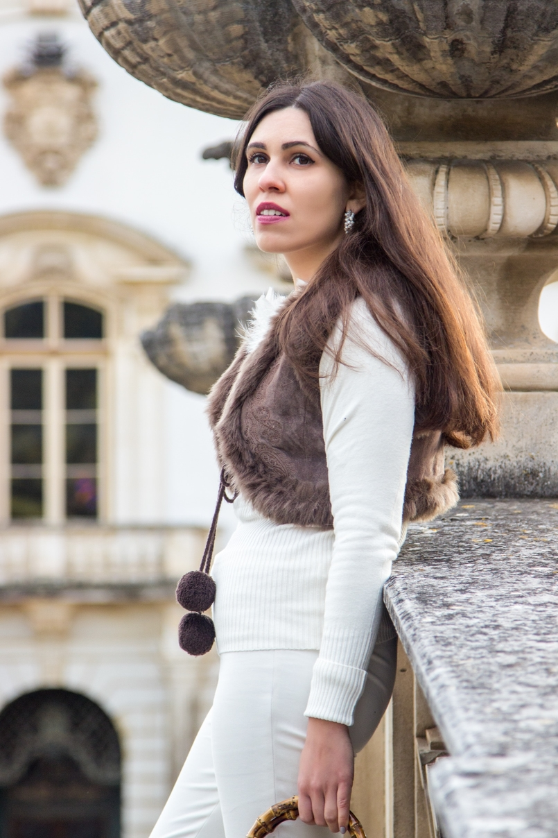 Le Fashionaire Living is not for the weak fashion inspiration sweater white knit feather vintage brown leather mango pompom vest trousers white zara earrings white pearl pedra dura 1119 EN 805x1208