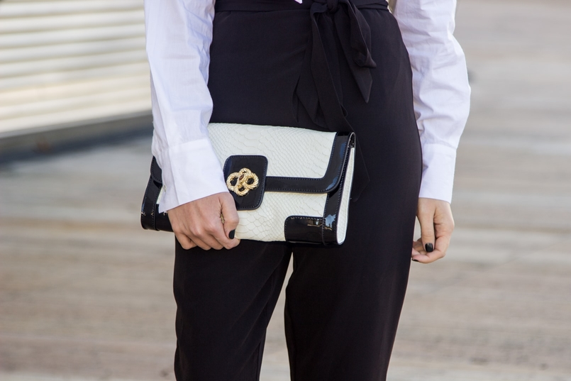 Le Fashionaire Black and White fashion inspiration white shirt bow neck cotton globe black stradivarius jumpsuit black white clutch snakes roberto cavalli like 9305 EN 805x537