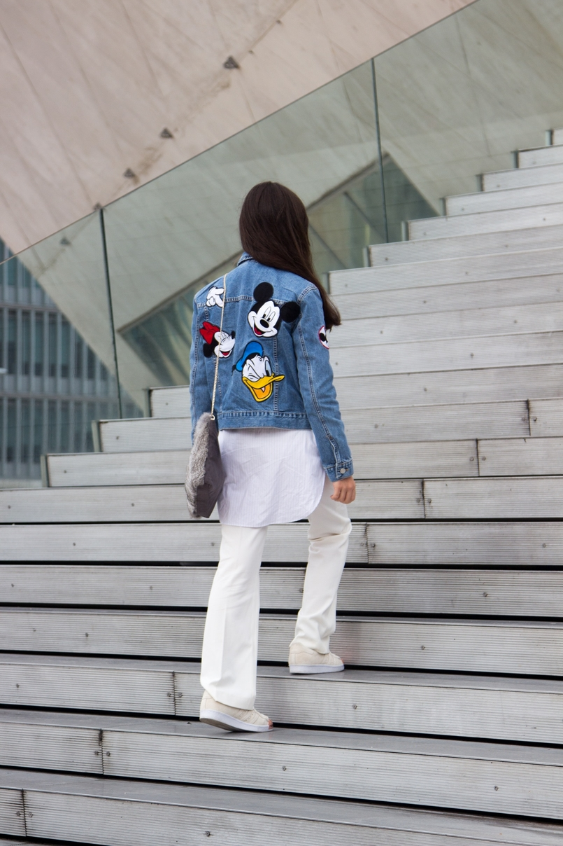 Le Fashionaire Mickey Mouse Club flare white mango trousers white light blue stripes zara shirt white gold sneakers adidas super star leather fur grey sfera clutch 0505 EN 805x1208