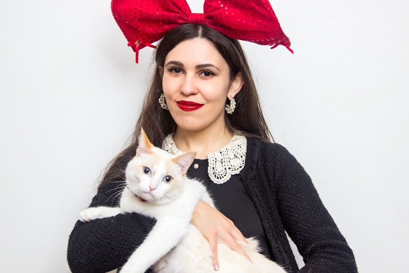 Le Fashionaire Feliz Natal! gato branco laco vermelho lantejoulas natal claires camisa gola branca lanidor casaco preto zara 0910 PT 805x537