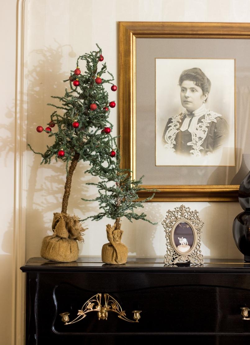 Le Fashionaire Palácio da Lousã Boutique Hotel interior decoration christmas tree painting lousa palace boutique hotel 1432 EN 805x1109
