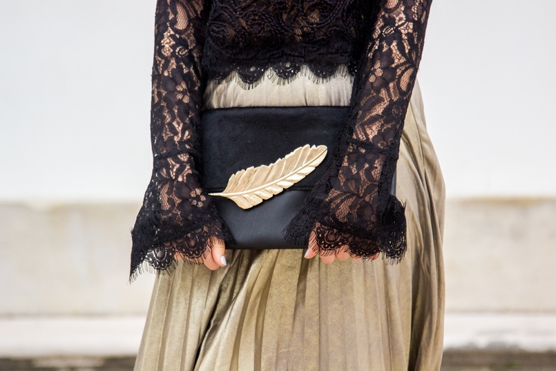 Le Fashionaire Another Christmas outfit lace black bell sleeves zara top pleated metallic gold skirt stradivarius black gold leaf leather mango clutch 0688 EN 805x537