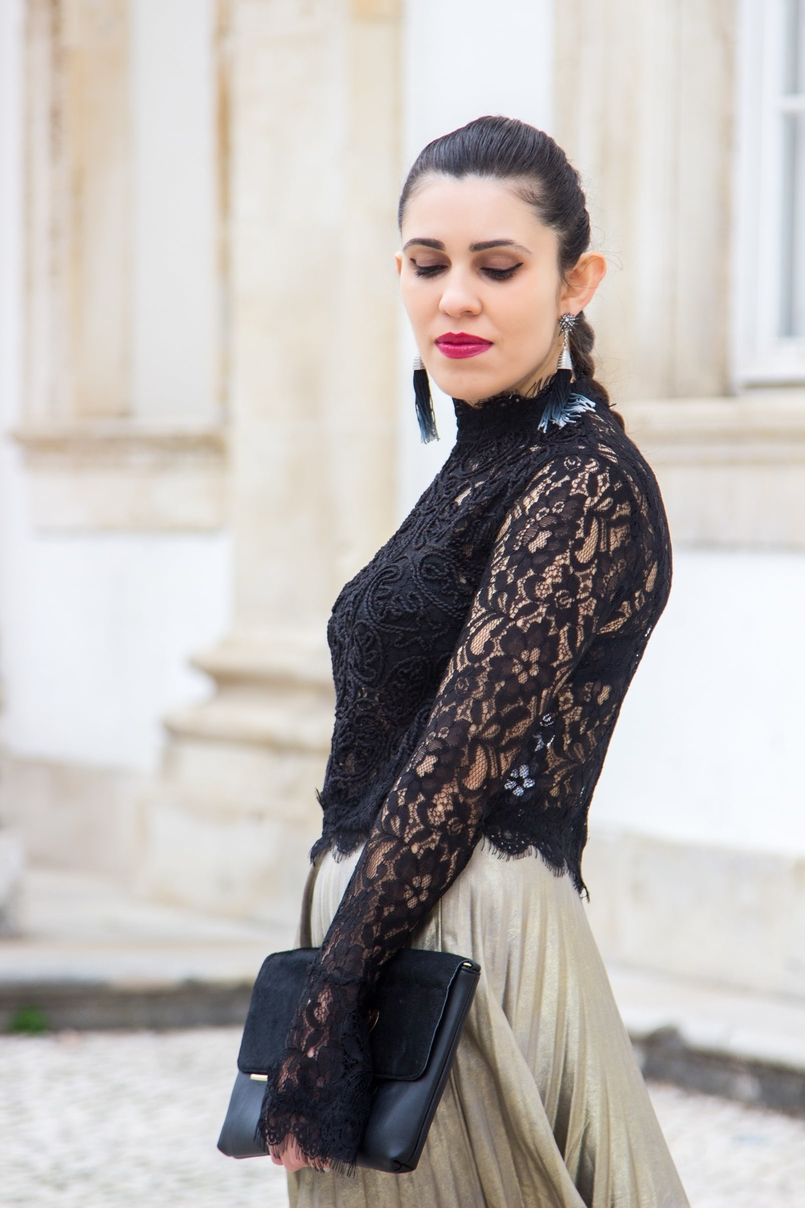 Le Fashionaire Another Christmas outfit lace black bell sleeves zara top pleated metallic gold skirt stradivarius black gold leaf leather mango clutch star blue fringes hm earrings 0708 EN 805x1208