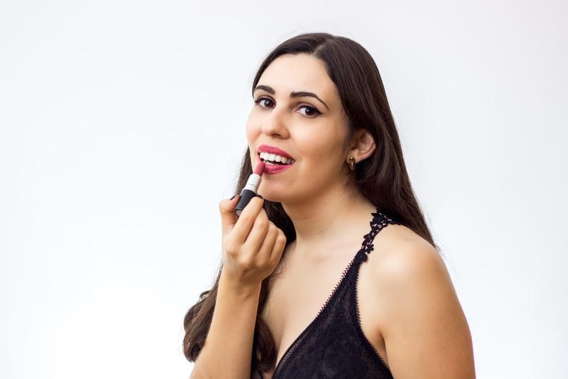 Le Fashionaire 7 lipsticks for Fall mac fast play amplified nude dark pink body oysho lace black fall 9125 EN 805x537