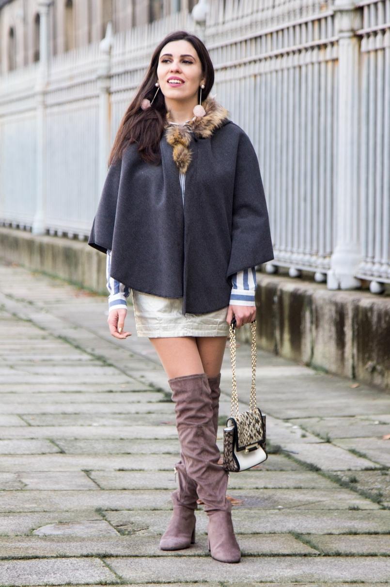 Le Fashionaire Seguir em frente moda inspiracao botas altas cinzentas camurca bershka saia prateada stradivarius camisa asos riscas azuis brancas 0327 PT 805x1209