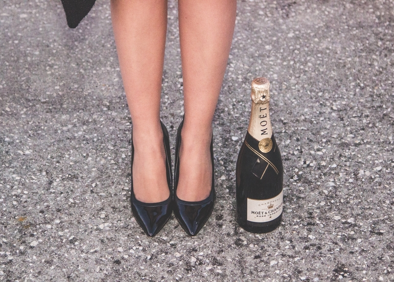 Le Fashionaire Bye bye, 2016! new year black aldo heels champagne bottle moet chandon 3451 EN 805x576