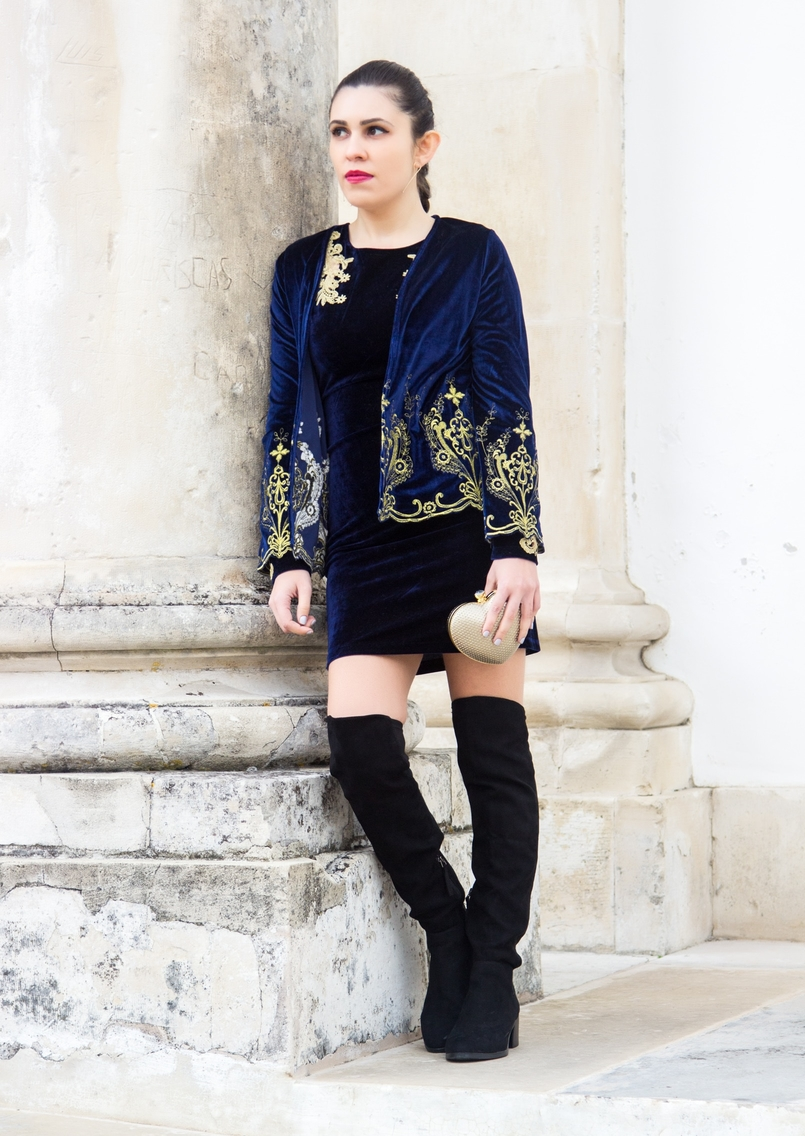 Le Fashionaire What to wear on new years eve? over knee black stradivarius boots heart gold bershka clutch velvet blue gold embroidered coat shein 0777 EN 805x1136