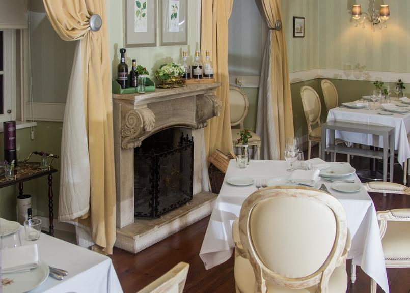 Le Fashionaire Palácio da Lousã Boutique Hotel room fireplace lousa palace boutique hotel 1590 EN 805x576