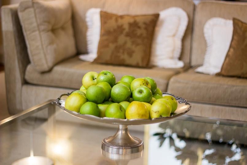 Le Fashionaire Palácio da Lousã Boutique Hotel sofa apples pillow lousa palace boutique hotel 1469 EN 805x537