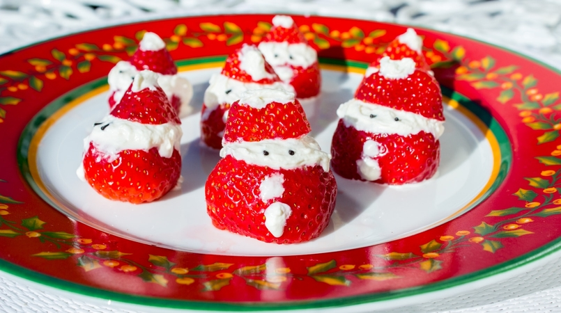 Le Fashionaire Strawberry and Chantilly Santa for Christmas strawberry whipped cream santa claus recipe christmas red white chantilly vista alegre holly red white plate christmas 137F EN 805x450