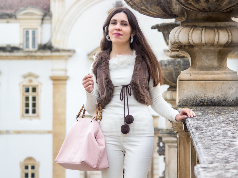 Le Fashionaire Living is not for the weak sweater white knit feather vintage brown leather mango pompom vest pale pink bamboo parfois bag earrings white pearl pedra dura 1117 EN 805x603
