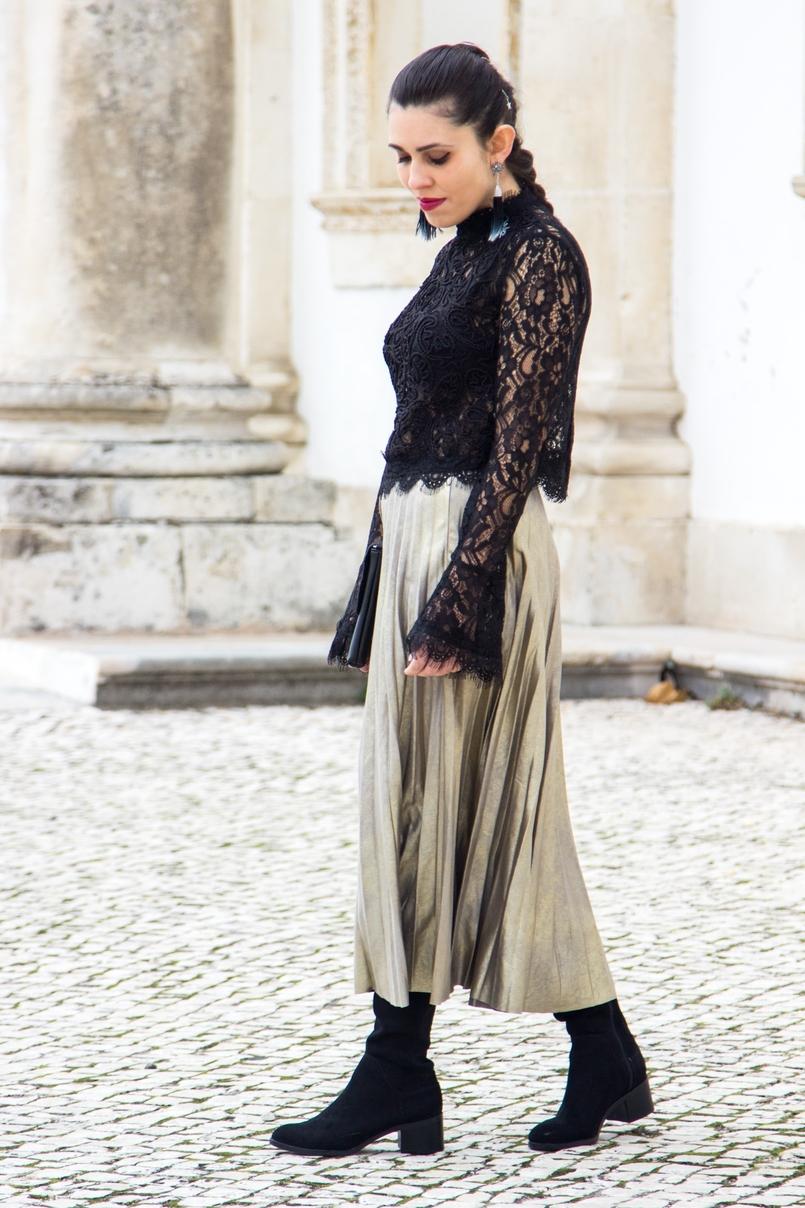 Le Fashionaire Mais um look para o natal top preto renda mangas balao zara saia metalizada plissada stradivarius botas acima joelho pretas stradivarius clutch preta folha dourada mango 0725 PT 805x1208