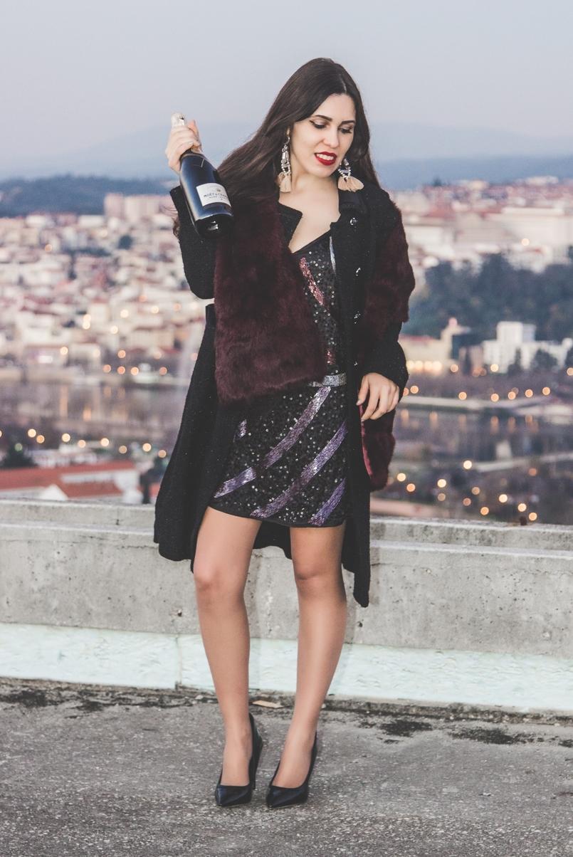 Le Fashionaire Adeus, 2016! vestido ano novo bershka lantejoulas roxo preto curto estola pelo coelho vor vinho bordeaux sfera sapatos pretos aldo stilettos 3399 PT 805x1204