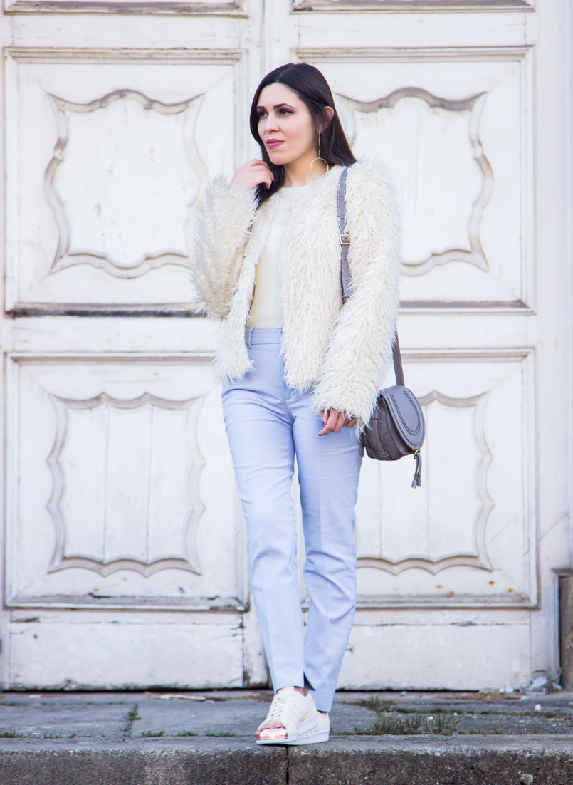 Le Fashionaire Why women have to support other women baby blue zara trousers white zara faux fur coat white adidas superstar sneakers gold plated gold long hoop hm earrings 3857 EN 805x1102