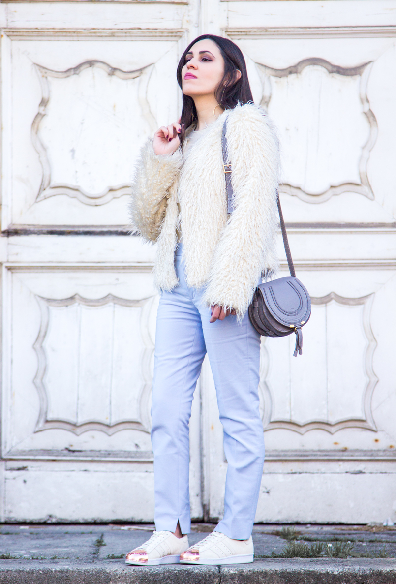 Le Fashionaire Why women have to support other women baby blue zara trousers white zara faux fur coat white adidas superstar sneakers gold plated gold long hoop hm earrings 3858 EN 805x1187