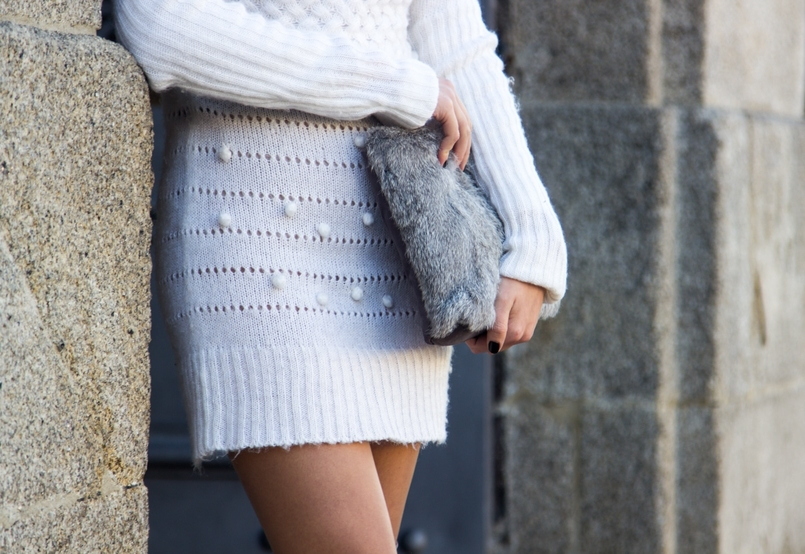 Le Fashionaire Cold January blogger catarine martins fashion inspiration white.wool pompom rose embroidered stradivarius fur grey sfera clutch 2606 EN 805x554