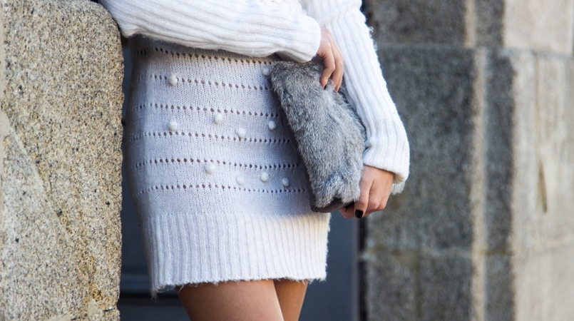Le Fashionaire Cold January blogger catarine martins fashion inspiration white.wool pompom rose embroidered stradivarius fur grey sfera clutch 2606F EN 805x450