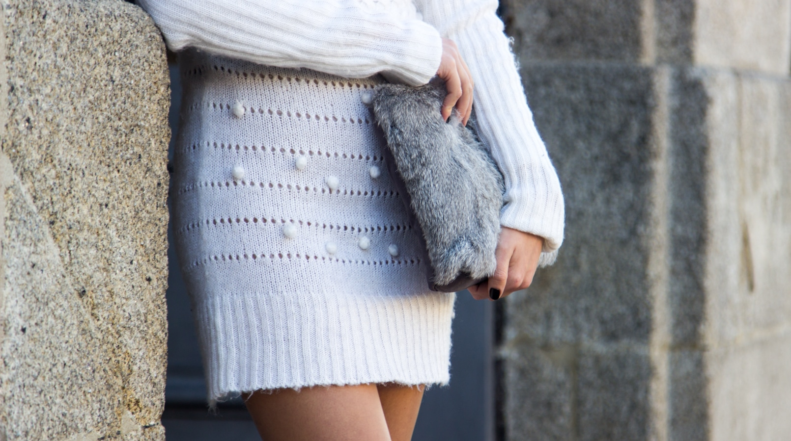 Le Fashionaire Cold January blogger catarine martins fashion inspiration white.wool pompom rose embroidered stradivarius fur grey sfera clutch 2606F EN