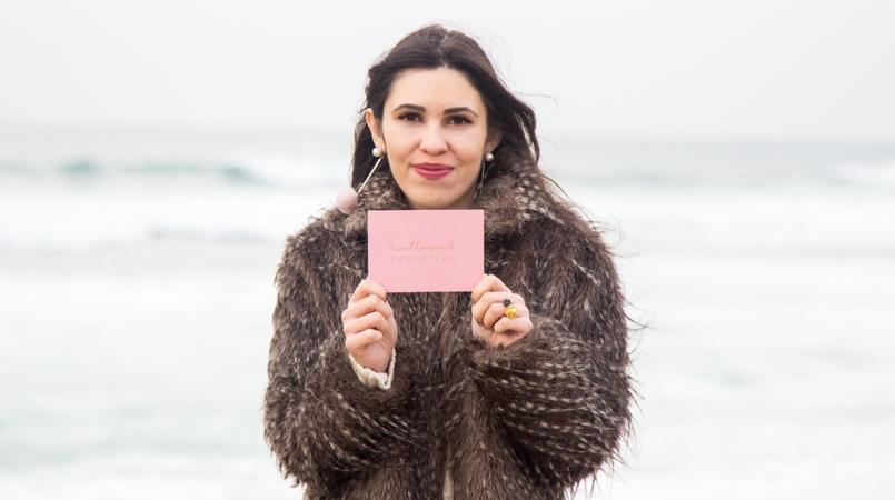 Le Fashionaire 3 Goals for 2017! blogger catarine martins faux fur grey coat pale pink pompom mango earrings 3588F EN 805x450
