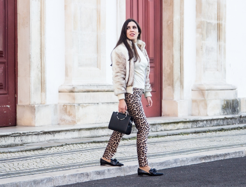 Le Fashionaire What we can learn from Meryl Streeps speech blogger catarine martins faux fur white brown bomber white cotton sweater black gold hoop zara bag bow pointy black zara shoes 3025 EN 805x612