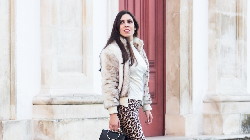 Le Fashionaire What we can learn from Meryl Streeps speech blogger catarine martins faux fur white brown bomber white cotton sweater black gold hoop zara bag bow pointy black zara shoes 3025F EN 805x450