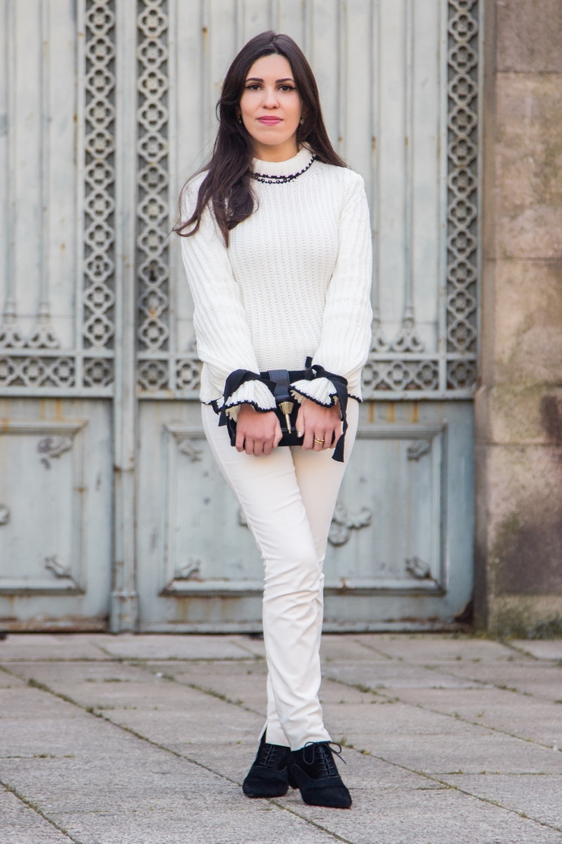 Le Fashionaire Dont forget to love yourself! blogger catarine martins white black wool bell bow sleeve shein knit sweater white zara trousers black gold zara clutch 3461 EN 805x1208