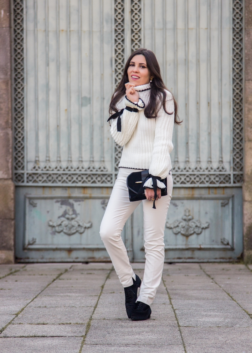 Le Fashionaire Dont forget to love yourself! blogger catarine martins white black wool bell bow sleeve shein knit sweater white zara trousers black gold zara clutch 3495 EN 805x1126