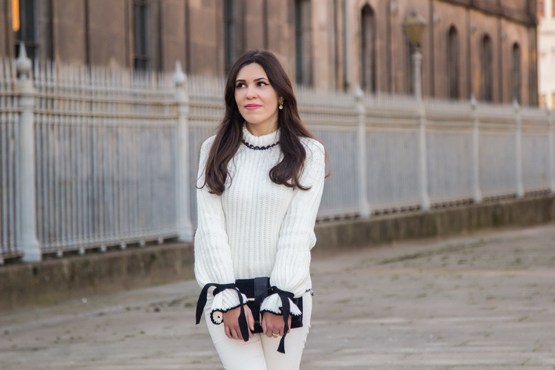 Le Fashionaire Dont forget to love yourself! blogger catarine martins white black wool bell bow sleeve shein knit sweater white zara trousers black gold zara clutch 3506 EN 805x537