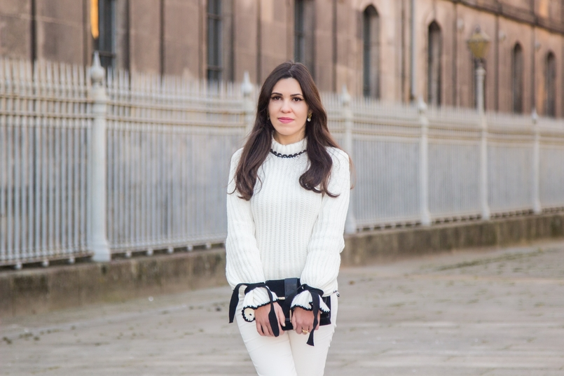 Le Fashionaire Dont forget to love yourself! blogger catarine martins white black wool bell bow sleeve shein knit sweater white zara trousers black gold zara clutch 3507 EN 805x537