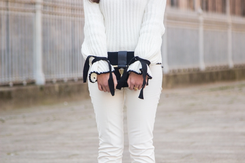 Le Fashionaire Dont forget to love yourself! blogger catarine martins white black wool bell bow sleeve shein knit sweater white zara trousers black gold zara clutch 3509 EN 805x537