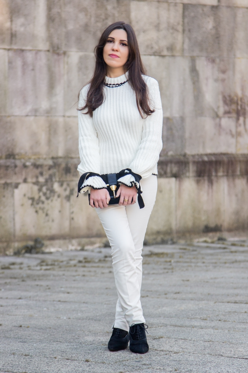 Le Fashionaire Dont forget to love yourself! blogger catarine martins white black wool bell bow sleeve shein knit sweater white zara trousers fur leather black pointy zara ankle boots 3465 EN 805x1208