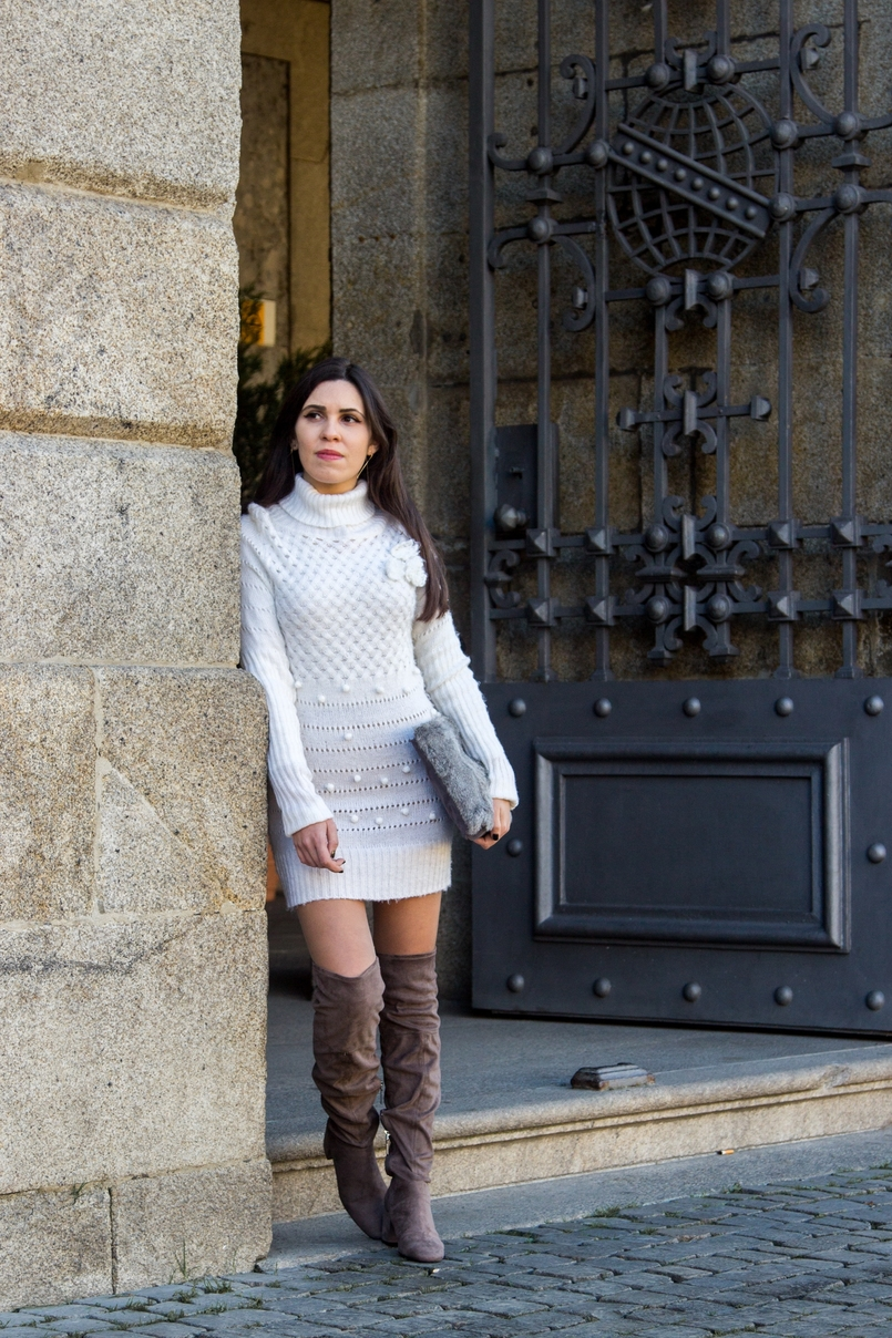 Le Fashionaire Cold January blogger catarine martins white.wool pompom rose embroidered stradivarius over knee grey boots bershka fur grey sfera clutch 2603 EN 805x1208
