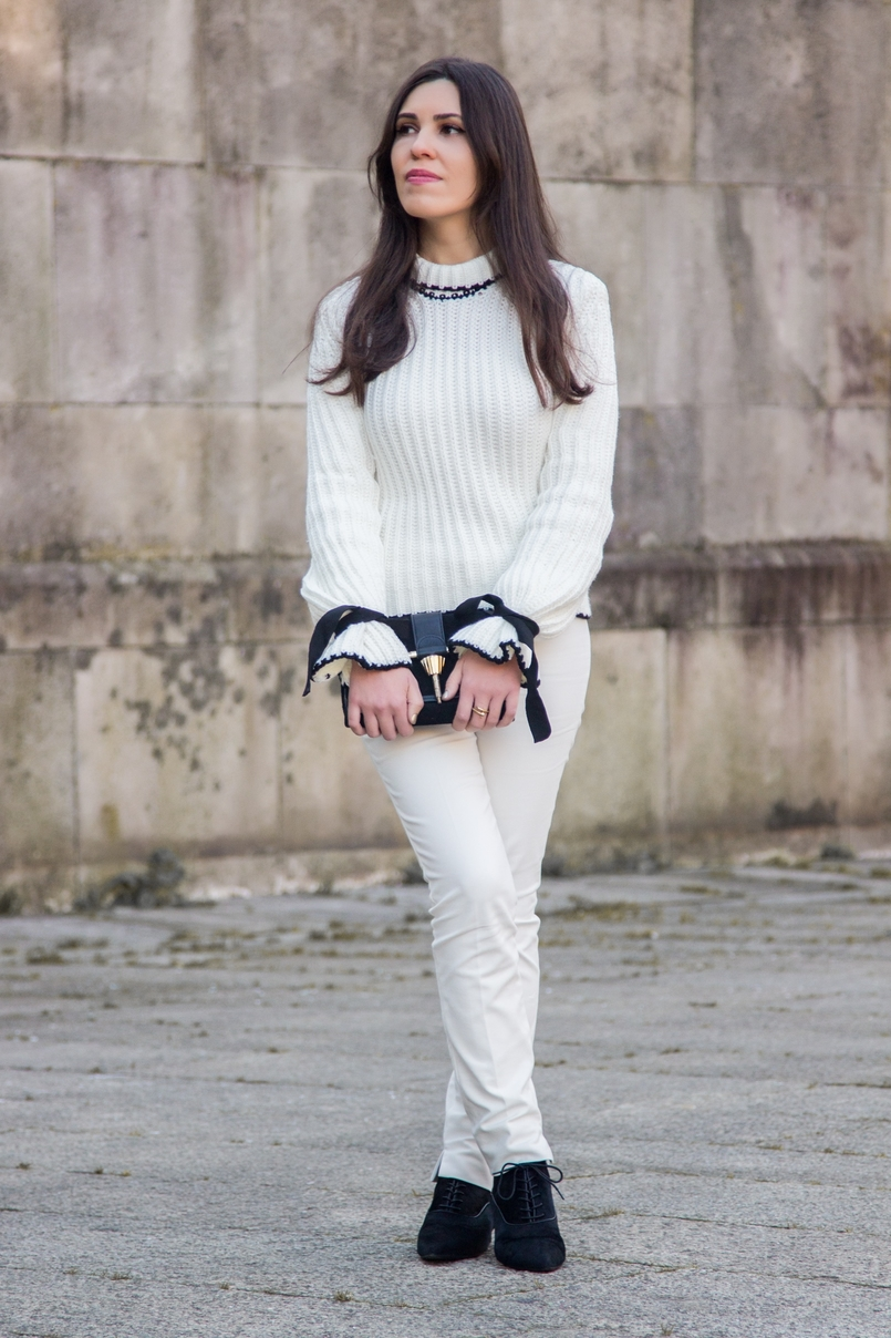 Le Fashionaire Amor Próprio blogueira catarine martins camisola preto branco la mangas balao laco shein calcas brancas corte reto zara mala preta camurca detalhe dourado zara 3466 PT 805x1208