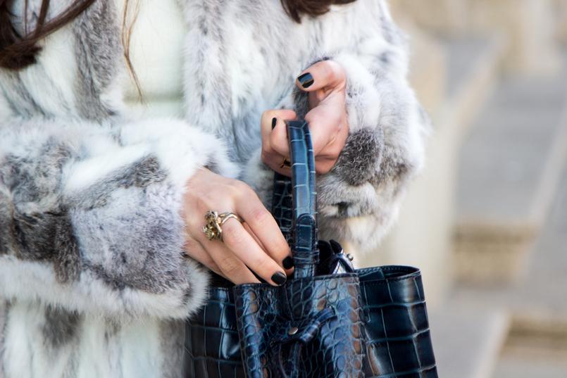 Le Fashionaire Como dizer não à procrastinação blogueira catarine martins moda inspiracao casaco pelos cinzento branco sfera mala pele croco azul escura pele zara 4332 PT 805x537