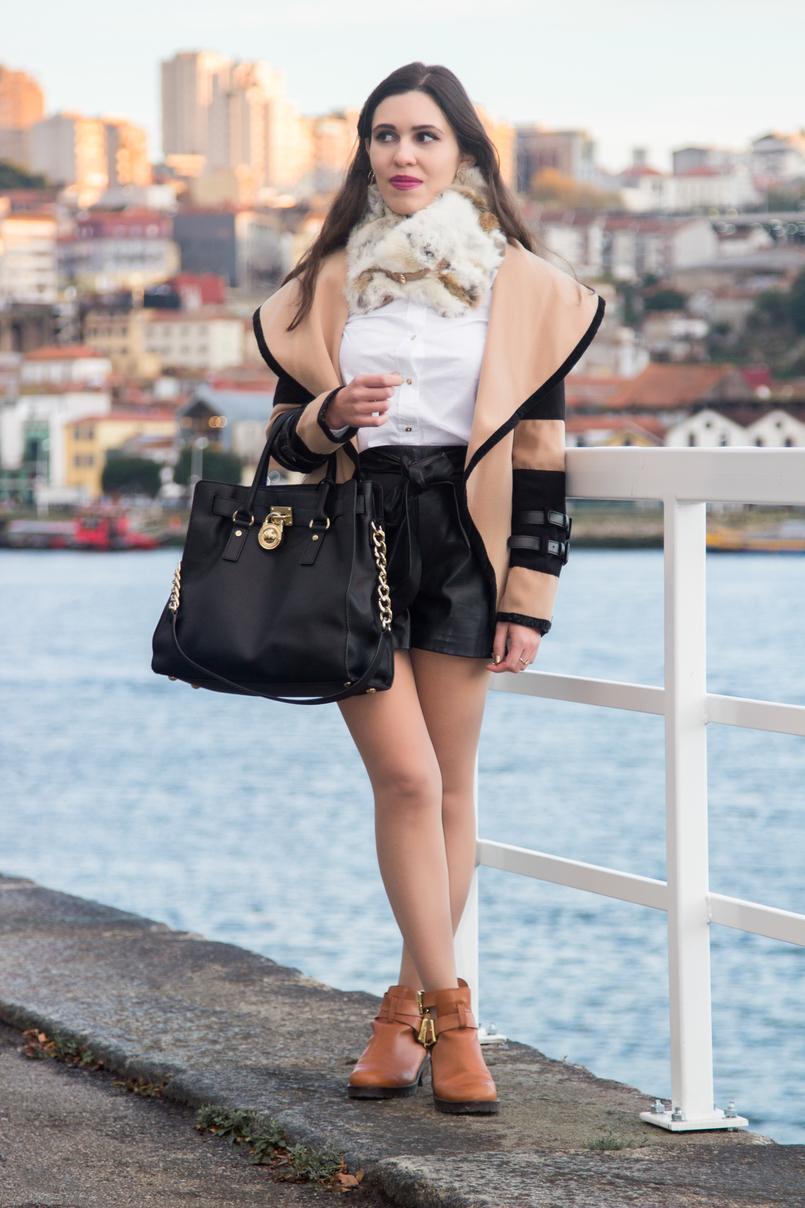 Le Fashionaire A vida acontece botas castanhas fivelas douradas eureka casaco camel castanho preto pormenores pele shein mala preta dourado pele hamilton michael kors 0384 PT 805x1208