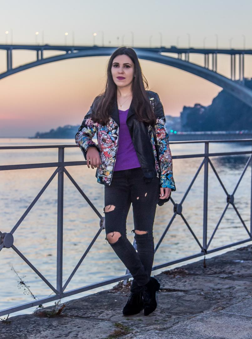 Le Fashionaire Spending time alone bridge arrabida oporto purple cashmere winter knit massimo dutti ripped dark grey denim zara jeans black leather fur ankle boots zara 3527 EN 805x1084