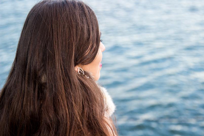 Le Fashionaire A vida acontece cabelo mulher olhar rio douro blogueira catarine martins moda inspiracao brincos dourados circulo minimalistas hm 0396 PT 805x537