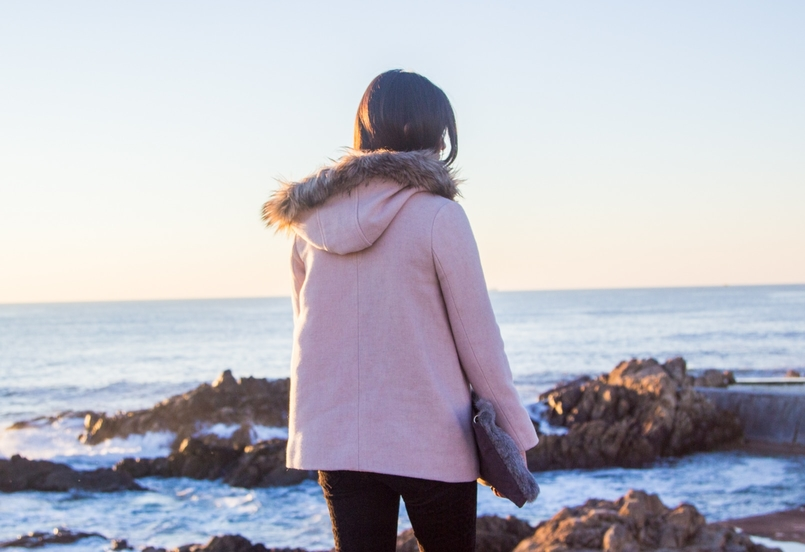 Le Fashionaire (A)mar calcas pretas leopardo veludo zara casaco rosa capuz pelos zara kids praia mar 2692 PT 805x552