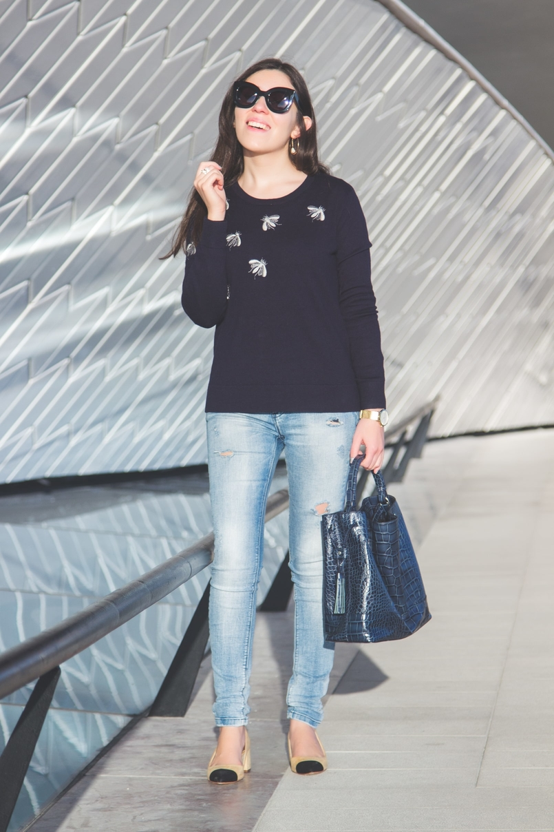 Le Fashionaire MAAT fashion inspiration dark blue grey bugs uterque knit sweater light denim sfera jeans dark blue croc leather zara bag 3279 EN 805x1208