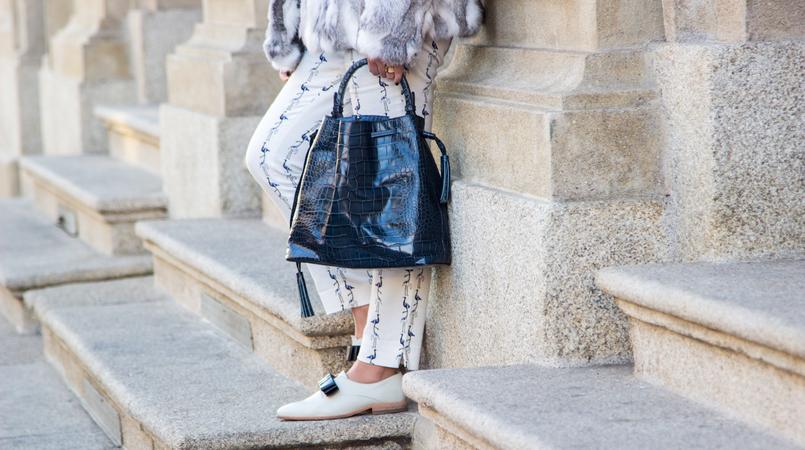 Le Fashionaire Procrastination is the devil fashion inspiration fur grey white sfera coat white monk blue bow shoes eureka croco leather dark blue zara bucket bag 4306F EN 805x450
